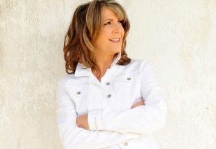 "Kathy Mattea - ""Songs and the Season"""